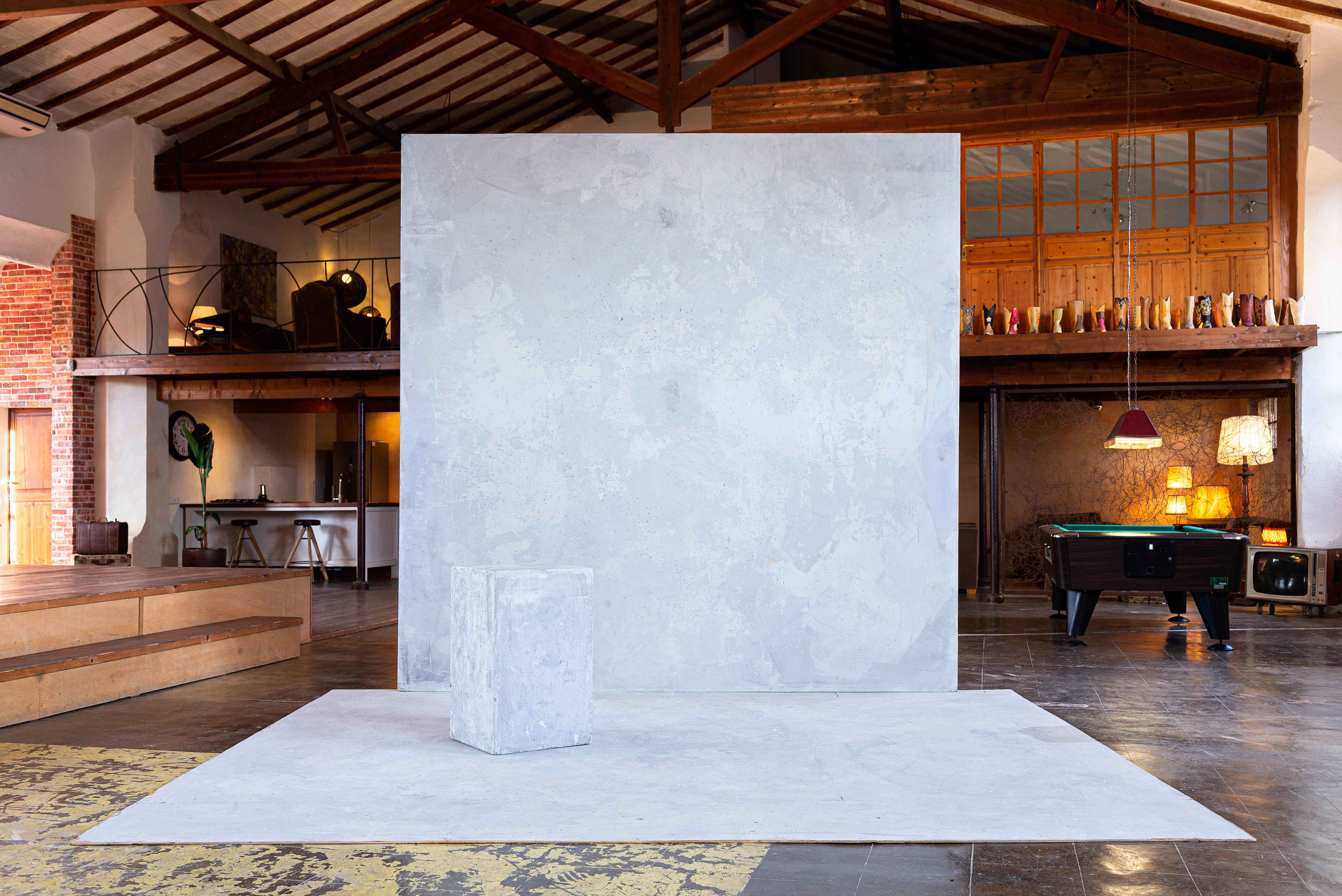 Light Concrete Wall & FLoor